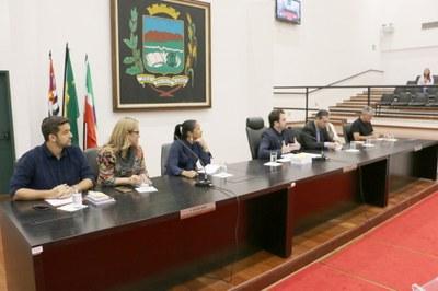 """""""Proteger nossas crianças é fundamental para a cidade"""", relatam autoridades em Audiência Pública no Legislativo"""