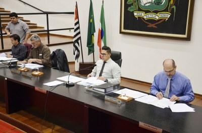 Câmara aprova Projeto de Lei que transfere recursos financeiros para entidades assistenciais e abertura de crédito de R$ 10 milhões para a educação