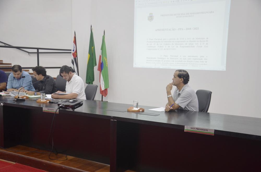 Em Audiência Pública de mais de 3 horas, vereadores e secretários municipais debatem PPA de Pindamonhangaba 2018-2021