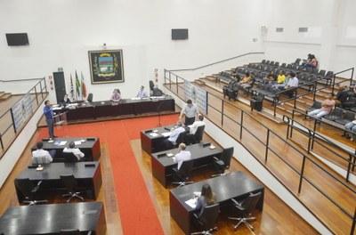 Plenário confirma concessão de Medalha Athayde Marcondes ao senhor Joaquim da Figueira e denominação de rua do Residencial Araguaia, em Moreira César