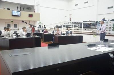 Plenário pede adiamento do Projeto que regulamenta transporte escolar de Pindamonhangaba
