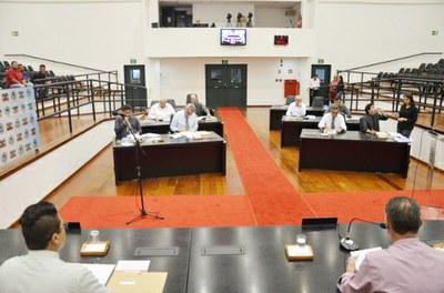 Projeto de Lei aprovado pela Câmara permite alteração de nomes de unidades escolares de Pindamonhangaba