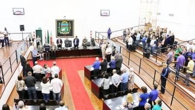 Semana Nacional da Família é celebrada em Sessão Solene que destacou paróquias e casais religiosos de Pindamonhangaba