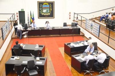 Sessão Ordinária aprova denominações de rua e quadra poliesportiva e homenageia atleta amador