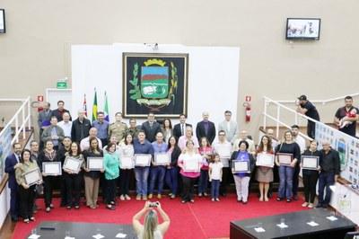 """Sessão Solene: Católicos e Evangélicos celebram """"Semana da Família"""" na Câmara de Pindamonhangaba"""