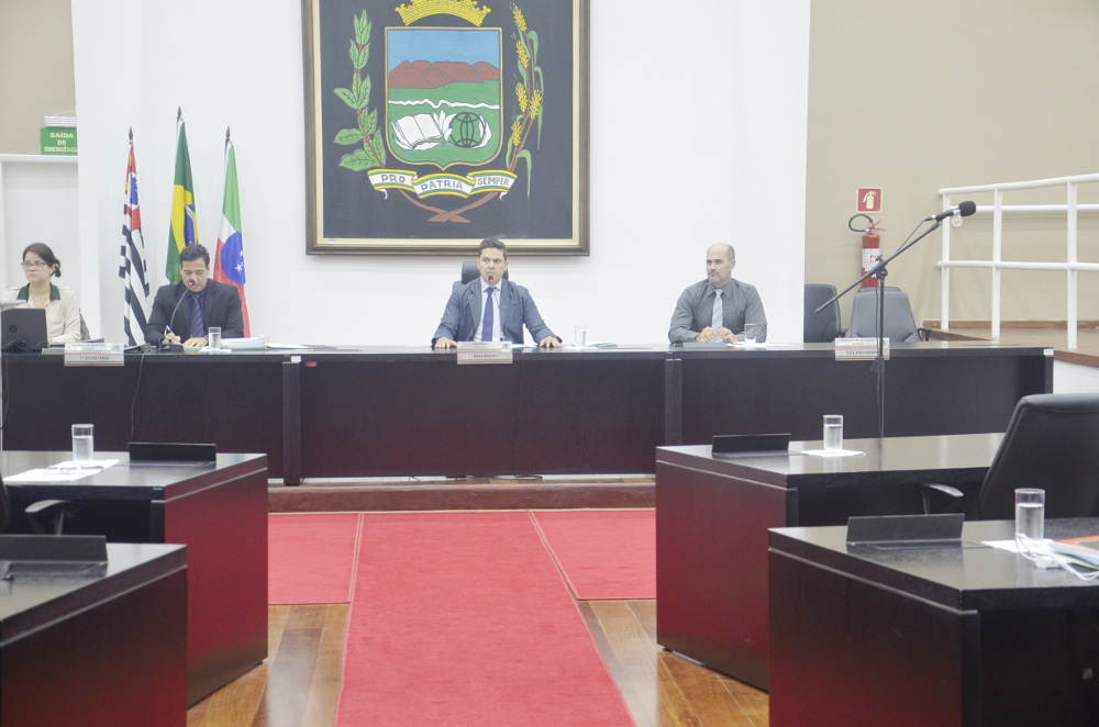 Vereadores adiam Proposta do Executivo para criação de vagas de Diretor de Escola nos quadros de funcionários da Prefeitura