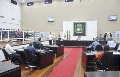 Vereadores aprovam regulamentação de faltas abonadas e licença-prêmio aos servidores municipais de Pindamonhangaba