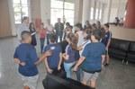 Vereadores recepcionam alunos e professora do Colégio Tableau de Pindamonhangaba para debater a importância da Democracia